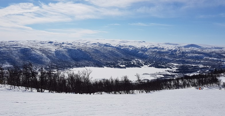 Skiing towards Ustedalsfjorden lake, Geilo