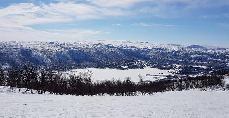 Skiing towards Ustedalsfjorden lake, Geilo