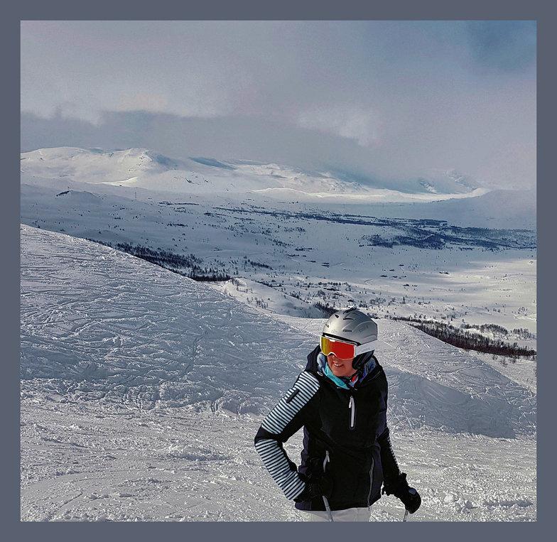 Looking towards Gyrinosvatnet from Veslebreidalen piste, Hemsedal