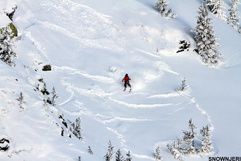 Skiing the avalanche, Brezovica