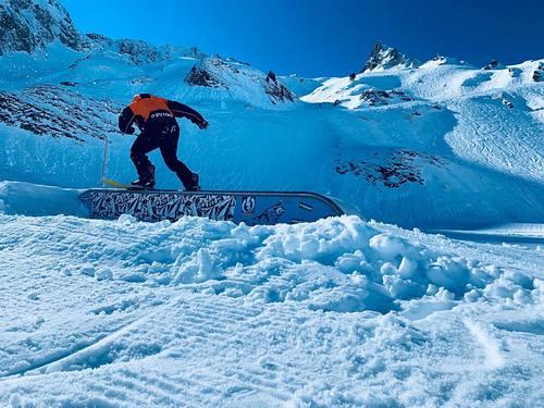 Luz Ardiden Ski Resort by: f.barthecoy