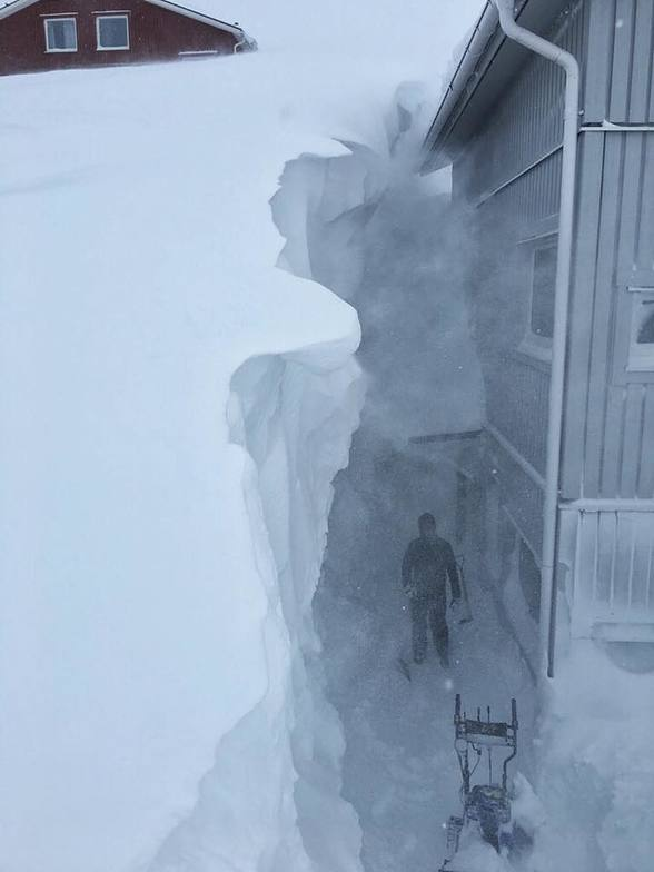 Deepest reported base in Scandinavia at 4m (13.3ft) or an April fool?, Riksgränsen