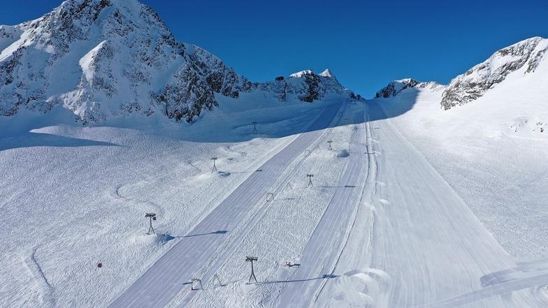Great day for the 20 or so still-open ski areas in the Alps., Stubai Glacier