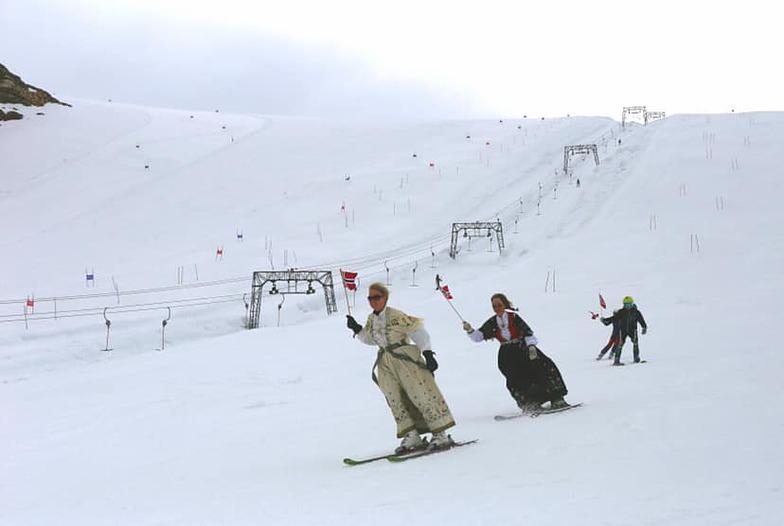 Norway's national day., Galdhøpiggen Sommerskisenter