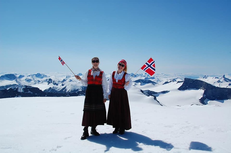 Norway's national day., Galdhøpiggen Sommerskisenter