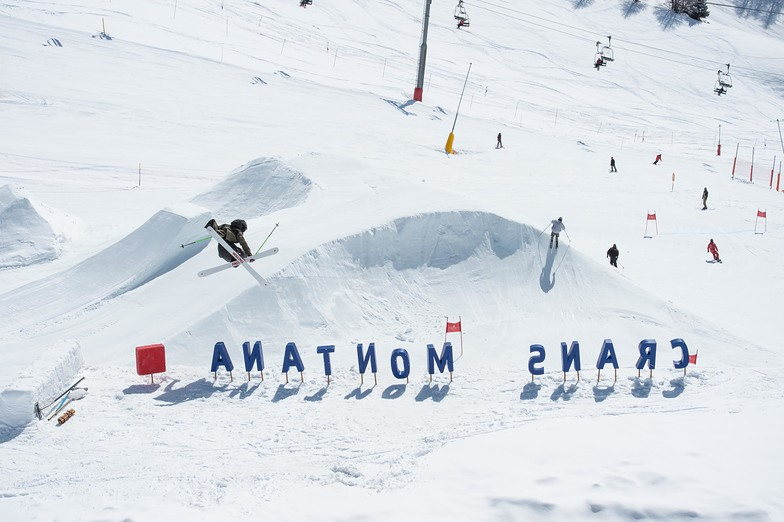 Open this weekend for snow-sports., Crans Montana