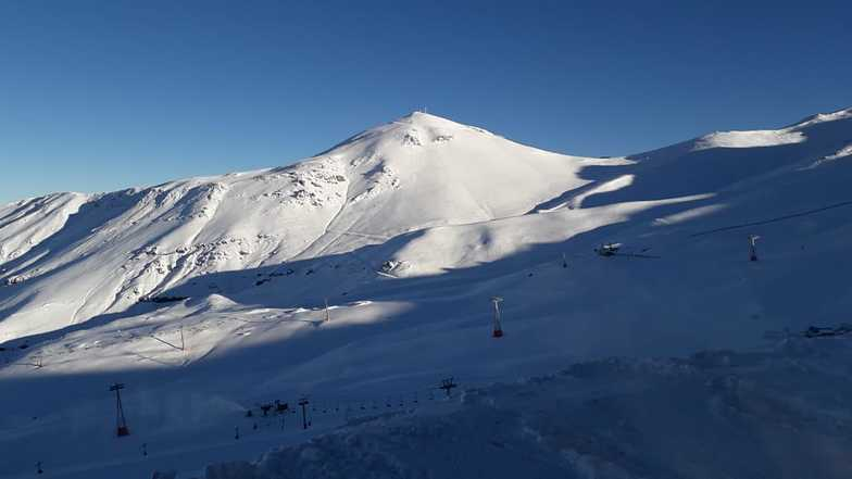 40cm of fresh snow and another storm on the way., Valle Nevado