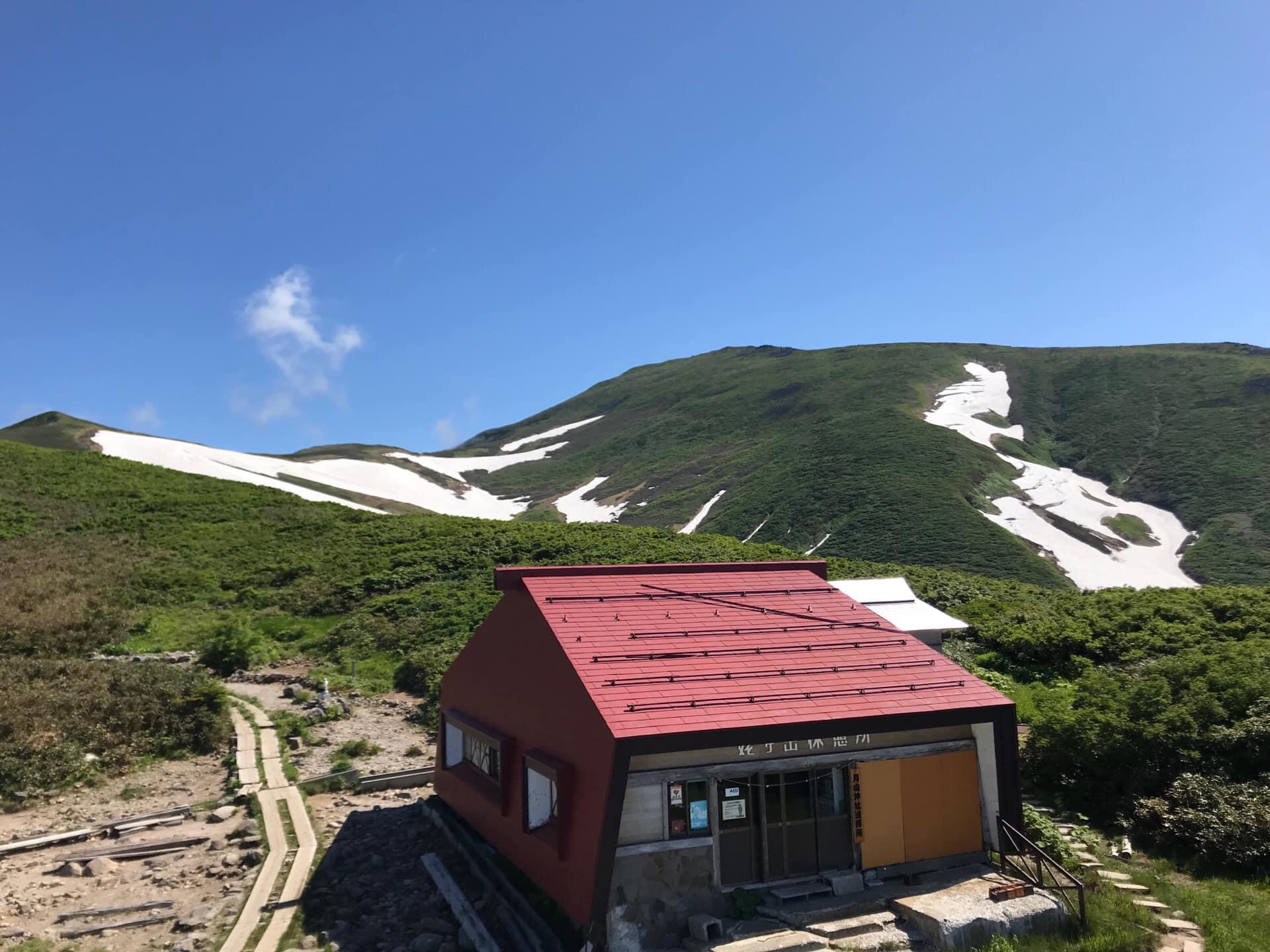 One drag lift is still open., Gassan Glacier