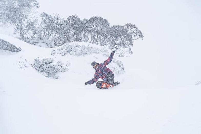 Storm to bring up to 95cm (>3 ft) to ski areas., Perisher