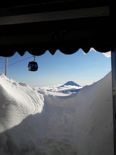 Whakapapa Ski Resort by: Colin Upchurch