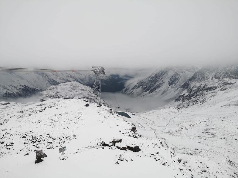 10cm reported at the Stubai Glacier