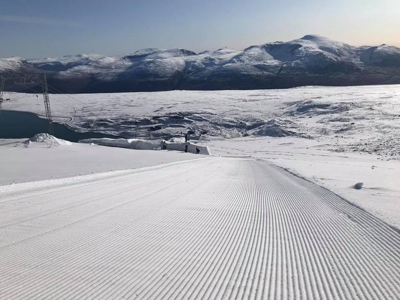 Re-opened, this weekend, earlier than expected after a 40cm snowfall, Galdhøpiggen Sommerskisenter