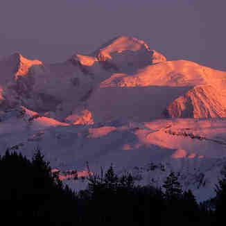 Aplenglow on Mont Blanc, Praz De Lys Sommand