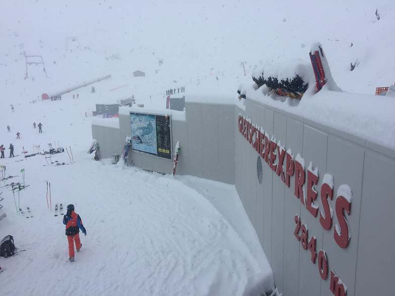 up to 65cm accumulated since the weekend, Pitztal Glacier