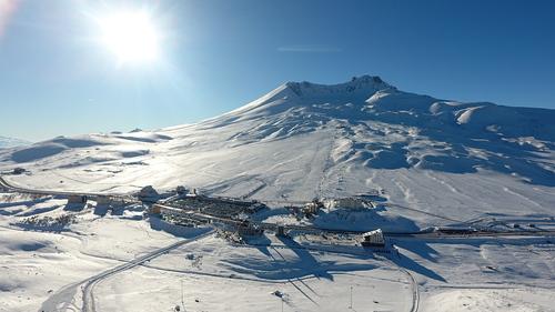 Erciyes Ski Resort Ski Resort by: Zafer AKŞEHİRLİOĞLU