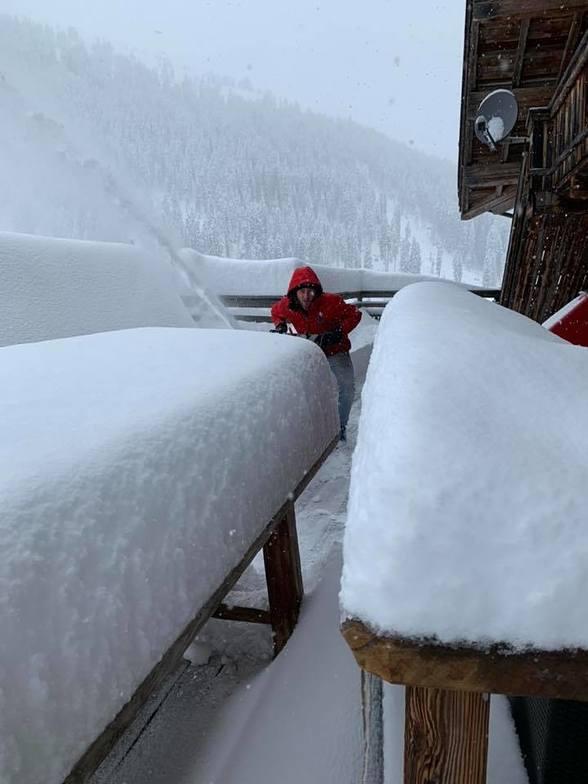 Huge snowfall in the Alps, Hochfügen
