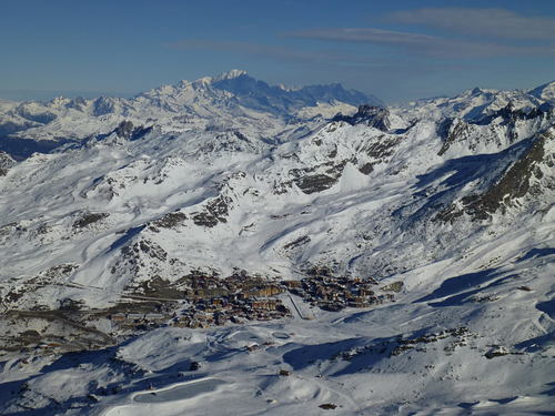 Val Thorens Ski Resort by: Sergey