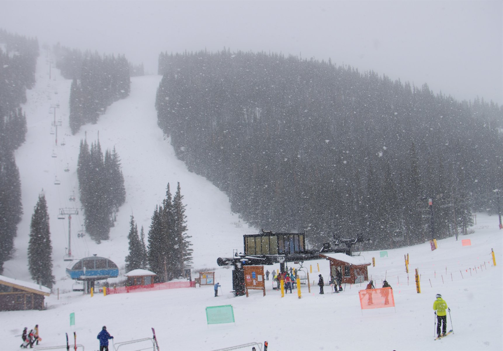 "snowstorm could bring 12-24"" (30-60cm), Loveland"