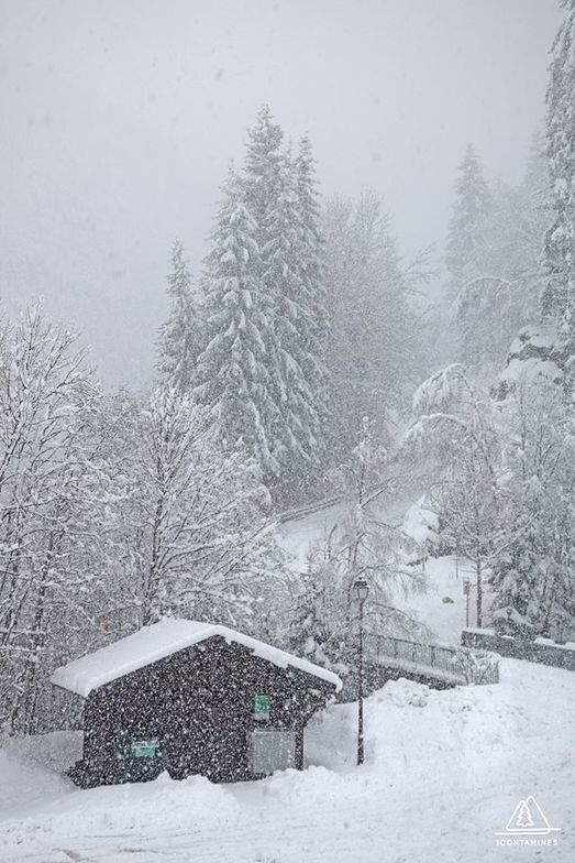more than a metre of snow in the last 72 hrs, Les Contamines