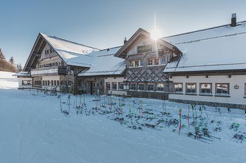 Cerkno Ski Resort by: Darjan Koder