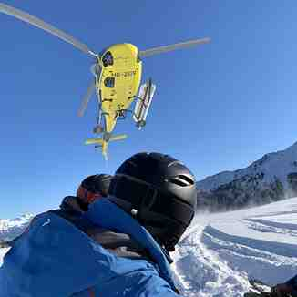 Heliskiing around Villars