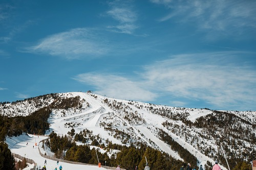 Vallnord-Arinsal Ski Resort by: tourist offical