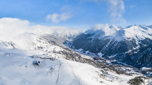 St. Anton Ski Resort by: tourist offical