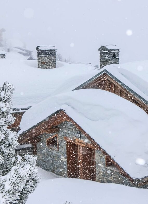 30cm here already during a major snowstorm in the Alps, La Rosière