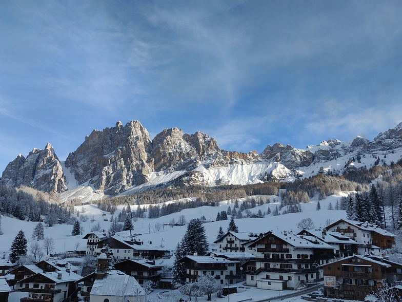 approx 15cm of fresh snow on the slopes, Cortina