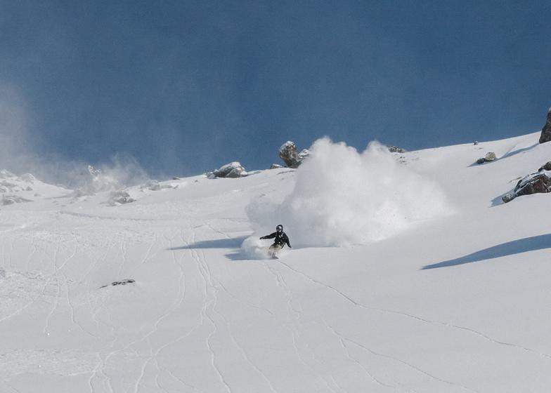 Powder riding in Verbier with Vivid Snowboaridng