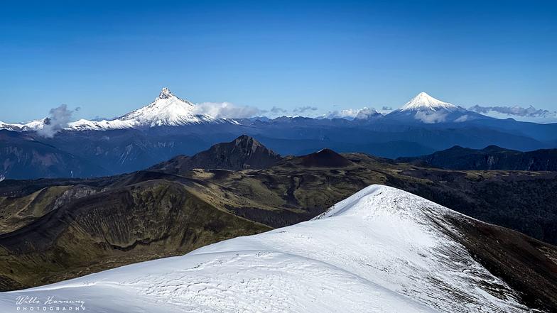 Vista del puntiagudo y volcán osorno desde antillanc, Antillanca