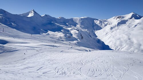 Livigno Ski Resort by: tourist offical