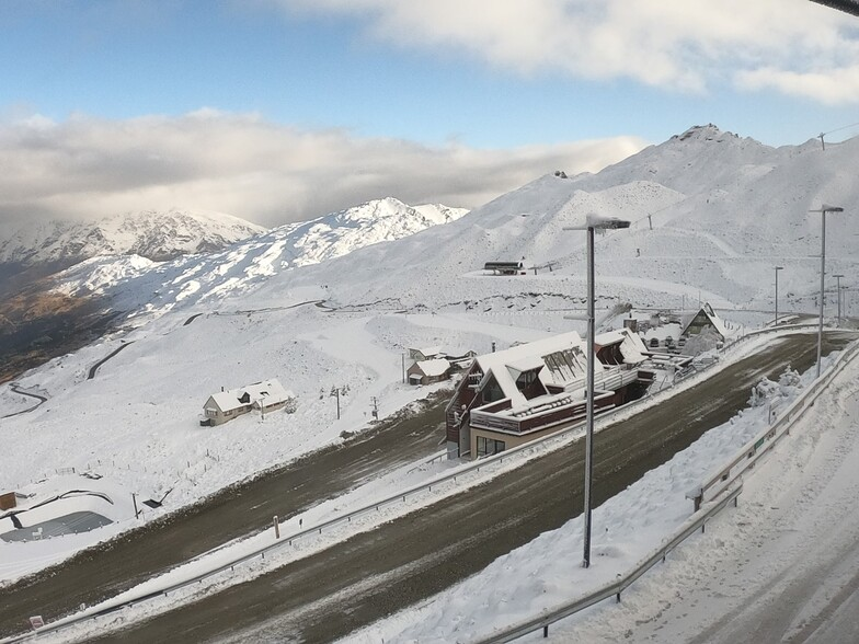 "Up to 45cm (18"") of snow in New Zealand over the past 24 hours, Coronet Peak"