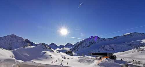 Pitztal Glacier Ski Resort by: tourist offical