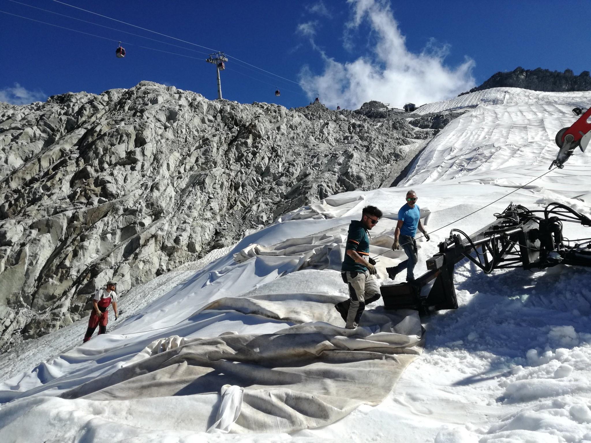 Early seaosn snow in Presena Glacier