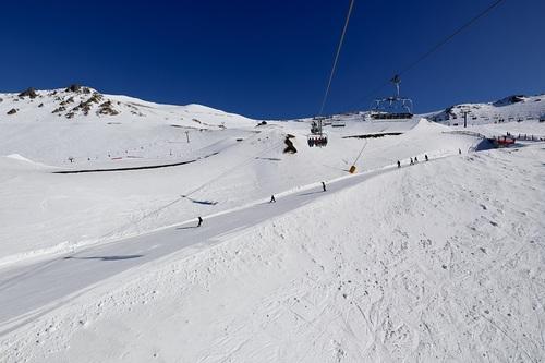 Mt Hutt Ski Resort by: 弓削 亮三