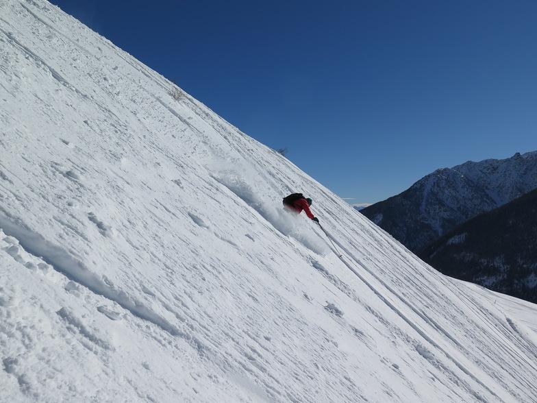 Bertrand on his way down a slope, Villars