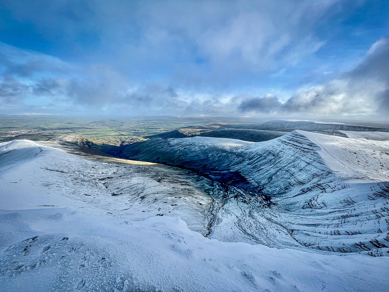 Pen-y-Fan snow