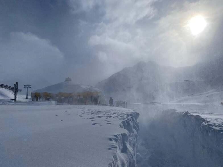 Resorts are closed, Pitztal Glacier