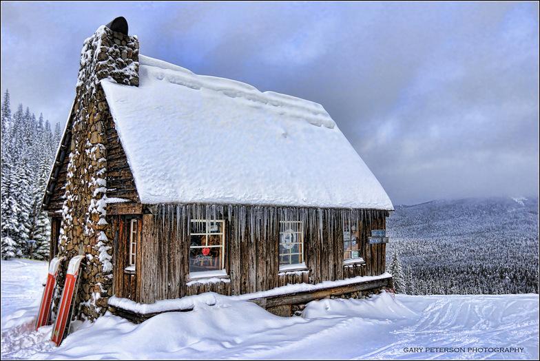 A cold morning at the Warming Hut, Mt Hood Ski Bowl