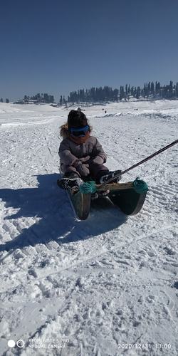 Gulmarg Ski Resort by: snowsafetygu