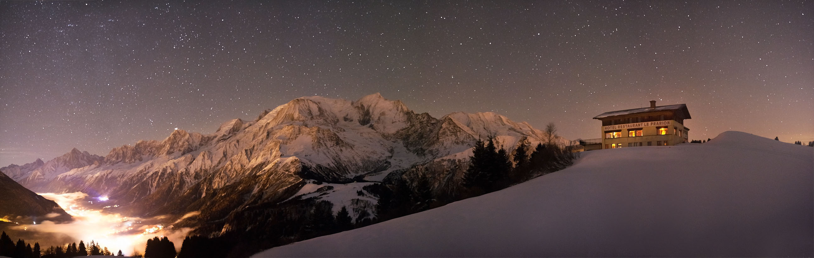 By night, Les Houches