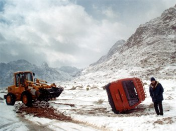 Car accident during a snowstorm, Egypt., Jabal Katherina