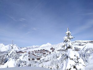 Deep snow, Avoriaz photo
