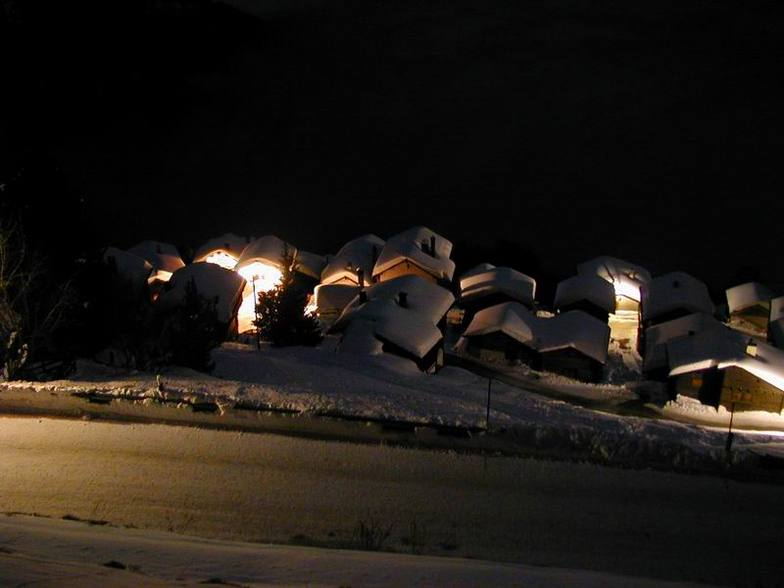 Chalets at night, Chandolin