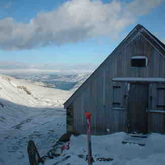 Raise hut early Feb 03, Yad Moss