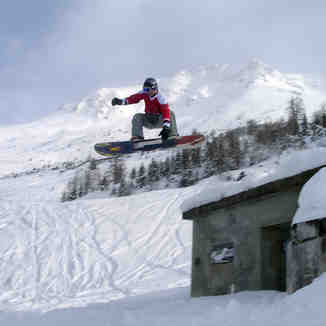 Verbier Sam hits building