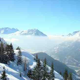Mid-champagne ski run!, Vaujany