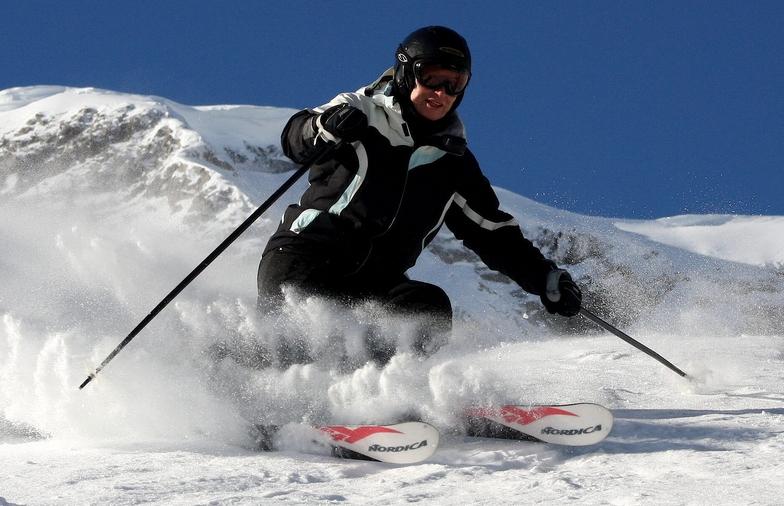 Powder skiing in Fernie
