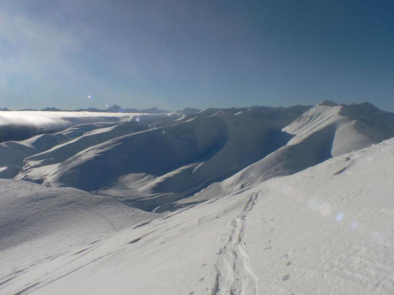 Two Thumb Range above Roundhill